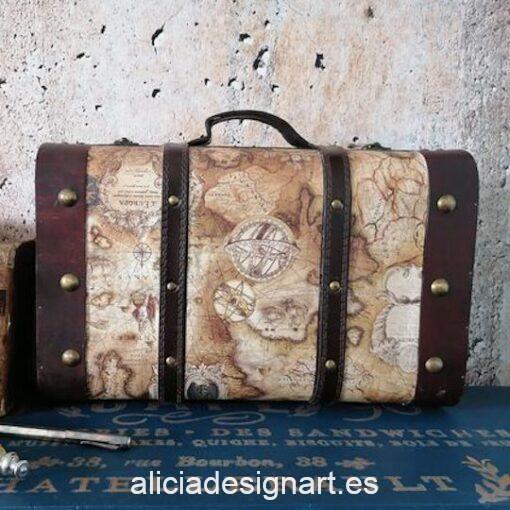 Caja maleta decorada con motivos geográficos y de viajes, por Pintando Sueños - Taller de decoración de muebles antiguos Madrid. Muebles de colores, productos y cursos.