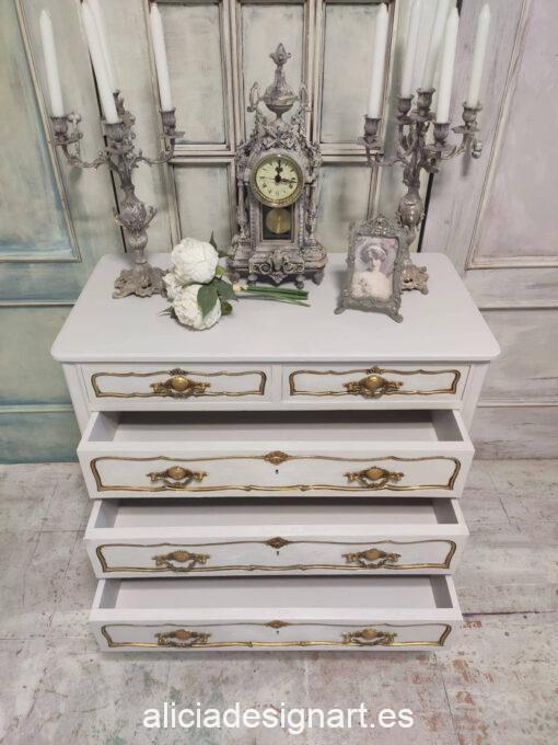 Cómoda antigua de madera maciza decorada estilo francés Louis XIV - Taller de decoración de muebles antiguos Madrid. Muebles de colores, productos y cursos.