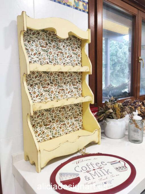 Platero colgador antiguo decorado estilo Farmhouse Shabby con papel florentino - Taller decoración de muebles antiguos Madrid estilo Shabby Chic, Provenzal, Romántico, Nórdico
