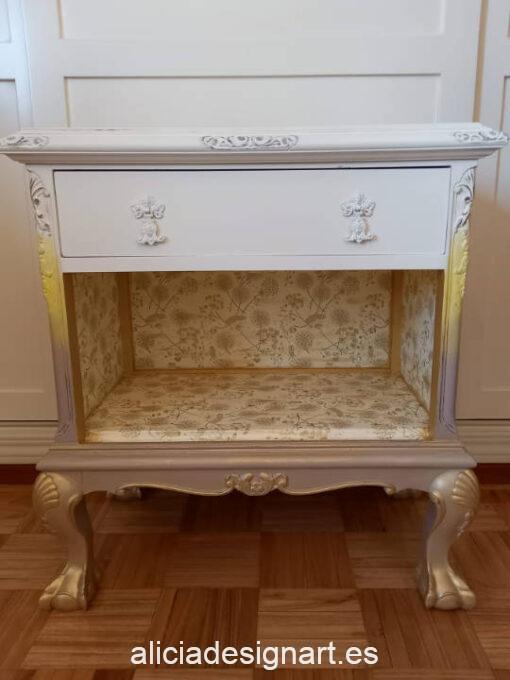 Mesita auxiliar biblioteca restaurada y decorada, por enContraste - Taller de decoración de muebles antiguos Madrid. Muebles de colores, productos y cursos.