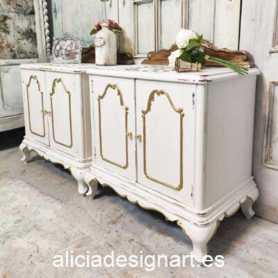 Mesitas antiguas de madera maciza decoradas estilo Shabby Chic blanco - Taller de decoración de muebles antiguos Madrid. Muebles de colores, productos de decoración y cursos.