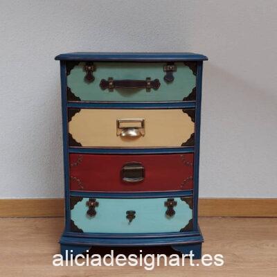 """Mesilla """"Maletas"""" con trampantojo, restaurada y decorada por Qustomizart - Taller de decoración de muebles antiguos Madrid. Muebles de colores, productos y cursos."""