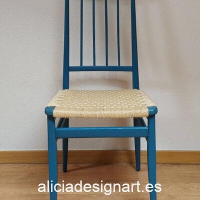 Silla vintage azul, restaurada y decorada por Qustomizart - Taller de decoración de muebles antiguos Madrid. Muebles de colores, productos y cursos.