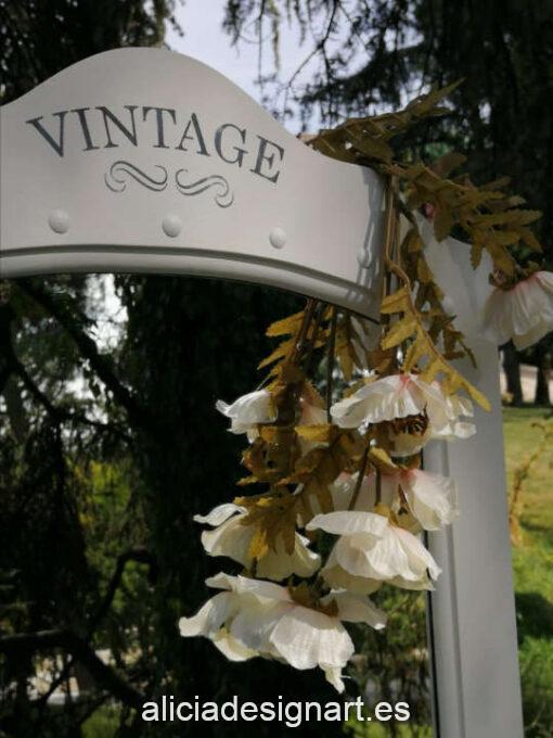 Espejo de pie con cajón Poppy decorado estilo Vintage, por Restaurarte y Más - Taller de decoración de muebles antiguos Madrid. Muebles de colores, productos y cursos.
