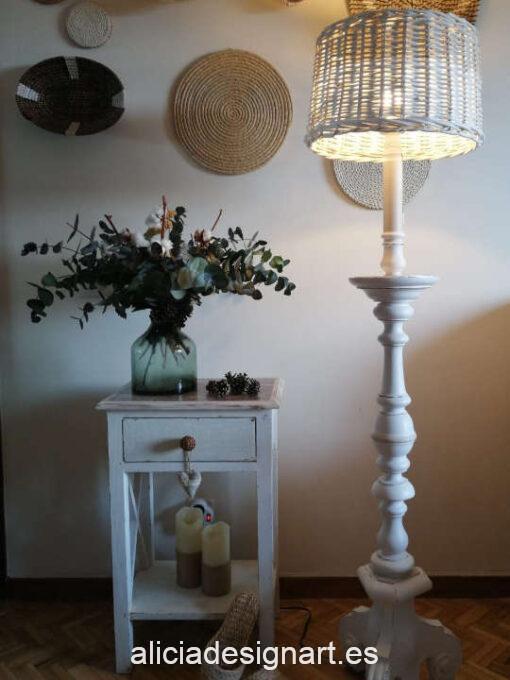Lámpara de pie de madera Vintage Leaves decorada estilo farmhouse shabby con transfer, por Restaurarte y Más - Taller de decoración de muebles antiguos Madrid. Muebles de colores, productos y cursos.
