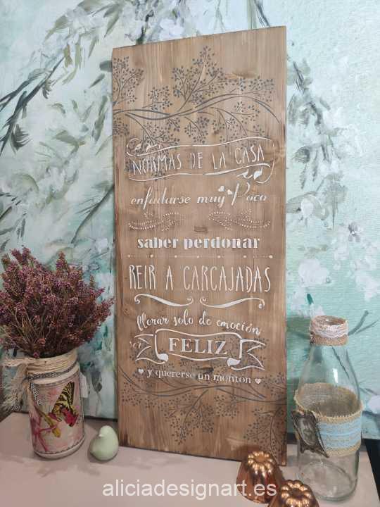 Tabla de madera maciza reciclada con las Normas de la Casa, decorada con stencil - Taller decoración de muebles antiguos Alicia Designart Madrid.