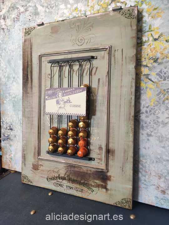 Dispensador de cápsulas Nespresso Mocha Lavender realizado con una puerta de madera reciclada decorado estilo boho chic - Taller decoración de muebles antiguos Madrid estilo Shabby Chic, Provenzal, Romántico, Nórdico