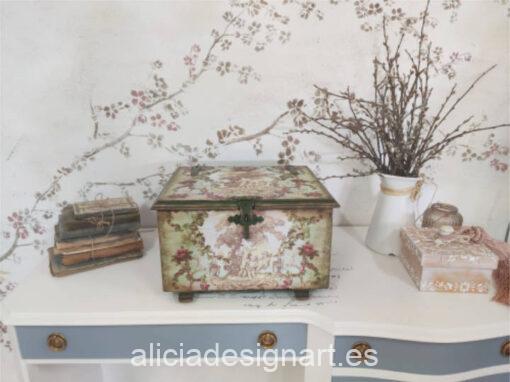 Caja de madera Paraíso, restaurada y decorada por Ana y Alicia Art - Taller de decoración de muebles antiguos Madrid. Muebles de colores, productos y cursos.