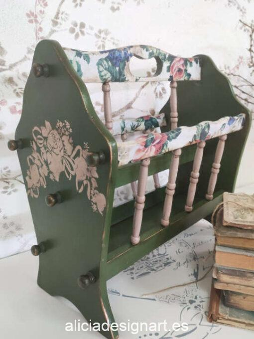 Revistero floral de madera, restaurado y decorado por Ana y Alicia Art - Taller de decoración de muebles antiguos Madrid. Muebles de colores, productos y cursos.