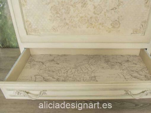 Cómoda Claire, estilo Shabby Chic blanco decorada con stencils y découpage, por Pintando Sueños - Taller de decoración de muebles antiguos Madrid. Muebles de colores, productos y cursos.