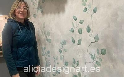 Mural pintado a mano alzada en la pared de una cocina