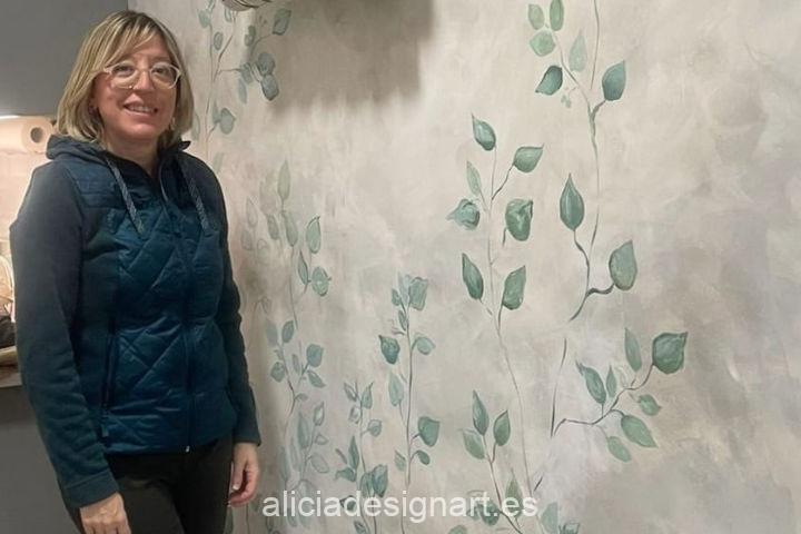 Fresco mural con motivos vegetales pintado a mano alzada por encargo - Taller de decoración de muebles antiguos Alicia Designart Madrid.