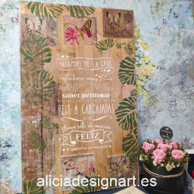 Tabla de madera maciza estilo Boho con las Normas de la Casa, decorada con stencil - Taller decoración de muebles antiguos Alicia Designart Madrid.