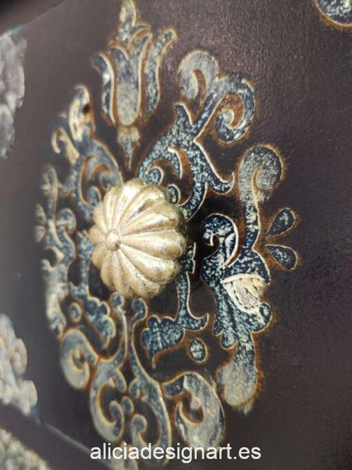 Cómoda antigua Pavo Real de madera maciza decorada estilo Art Déco azul oscuro - Taller de decoración de muebles antiguos Madrid. Muebles de colores, productos y cursos.