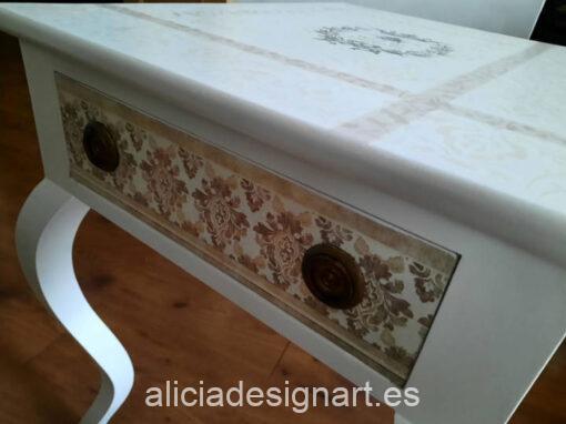 Mesilla antigua Ninet decorada estilo romántico, por Con H de Horacio - Taller de decoración de muebles antiguos Madrid. Muebles de colores, productos y cursos.