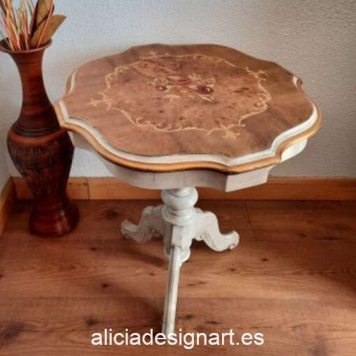Velador antiguo Loany decorado estilo Shabby romántico, por Con H de Horacio - Taller de decoración de muebles antiguos Madrid. Muebles de colores, productos y cursos.