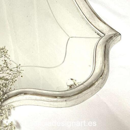 Consola con espejo María, restaurada y decorada estilo Shabby por Qustomizart - Taller de decoración de muebles antiguos Madrid. Muebles de colores, productos y cursos.
