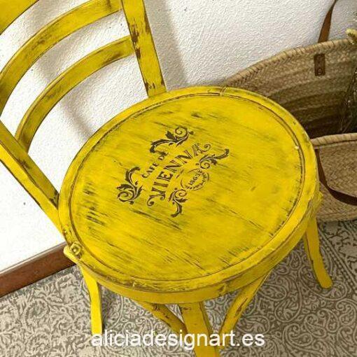 Silla café Sofia, restaurada y decorada por Qustomizart - Taller de decoración de muebles antiguos Madrid. Muebles de colores, productos y cursos.