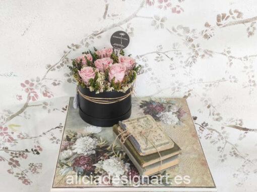Mesita librería giratoria decorada con flores por Mari Carmen - Taller de decoración de muebles antiguos Madrid. Muebles de colores, productos y cursos.