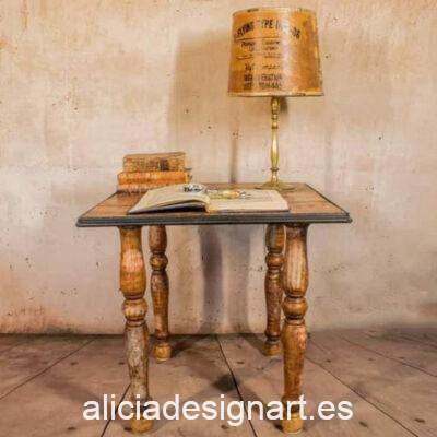 Mesita auxiliar Dreams, de pino decorada e sitlo steampunk victoriano, por Pintando Sueños - Taller de decoración de muebles antiguos Madrid. Muebles de colores, productos y cursos.
