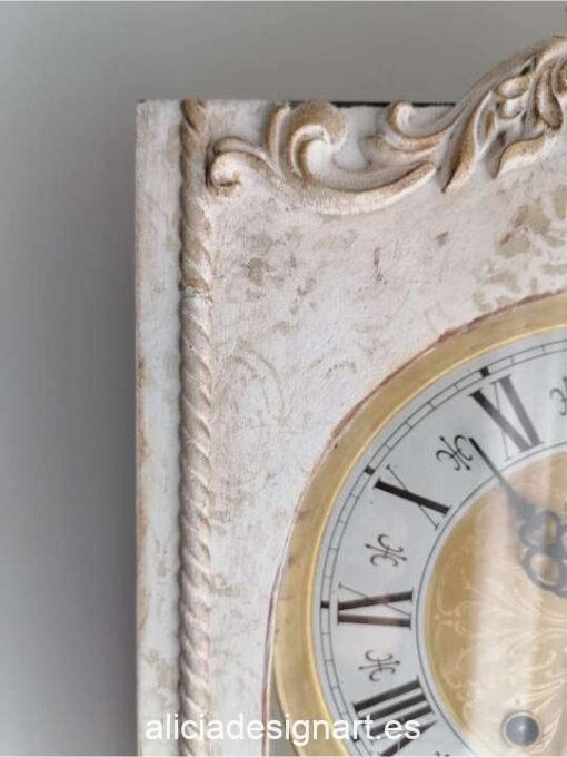 Reloj de pared Dicenti funcional y decorado estilo Shabby, por Pintando Sueños - Taller de decoración de muebles antiguos Madrid. Muebles de colores, productos y cursos.