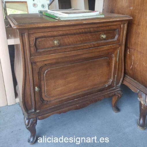 Mesita con cajón y puerta decorada por encargo - Taller de decoración de muebles antiguos Madrid. Muebles de colores, productos y cursos.