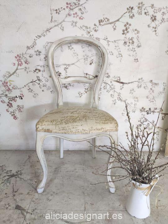 Sillas de tipo Isabelina, decoradas estilo Shabby Chic - Taller de decoración de muebles antiguos Madrid. Muebles de colores, productos y cursos.