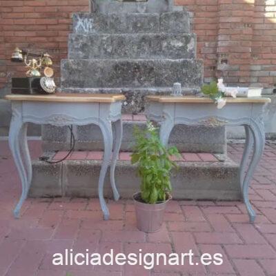 Mesitas antiguas de madera maciza decoradas estilo francés en gris y blanco, por Sastralum - Taller de decoración de muebles antiguos Madrid. Muebles de colores, productos y cursos.