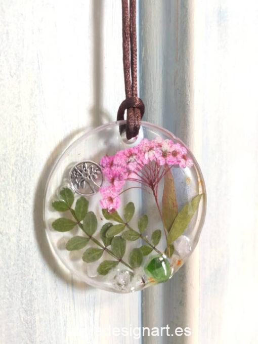 Medallón redondo con árbol de la vida, de la colección de joyería creativa y ecológica de Alicia Domínguez López - Taller de decoración de muebles antiguos Alicia Designart Madrid