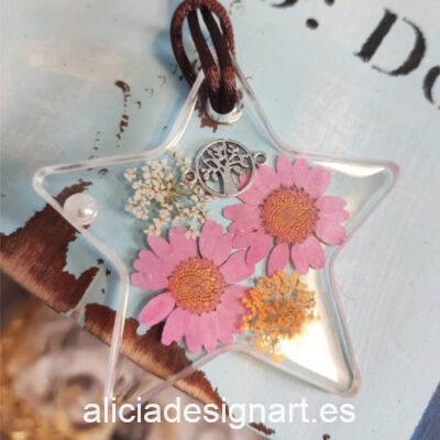 Colgante estrella con margaritas rosas y árbol de la vida, de la colección de joyería creativa y ecológica de Alicia Domínguez López - Taller de decoración de muebles antiguos Alicia Designart Madrid