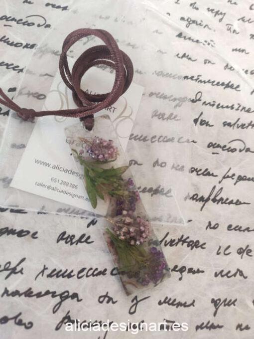 Colgante lingote con brezo asturiano, de la colección de joyería creativa y ecológica de Alicia Domínguez López - Taller de decoración de muebles antiguos Alicia Designart Madrid
