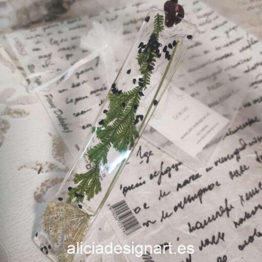 Colgante lingote largo con flor de anis estrellado, de la colección de joyería creativa y ecológica de Alicia Domínguez López - Taller de decoración de muebles antiguos Alicia Designart Madrid
