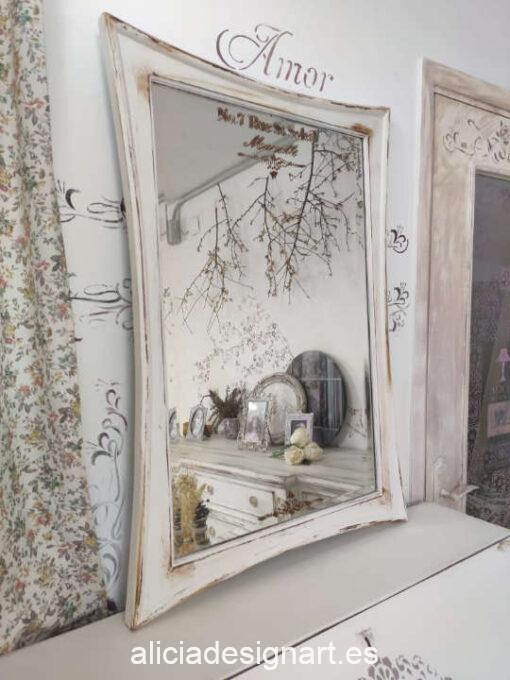 Espejo antiguo decorado estilo Shabby Chic en tonos claros con stencil de arabescos - Taller decoración de muebles antiguos Madrid estilo Shabby Chic, Provenzal, Romántico, Nórdico