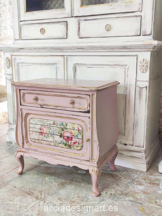 Mesita antigua de madera maciza aromática decorada estilo Shabby Chic romántico - Taller de decoración de muebles antiguos Madrid. Muebles de colores, productos de decoración y cursos.