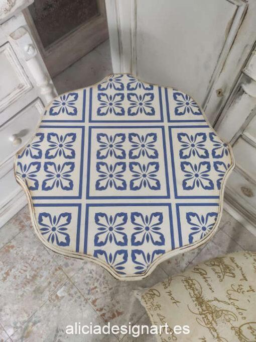 Velador antiguo decorado estilo Boho Chic y Bohemio, con azulejos - Taller de decoración de muebles antiguos Madrid. Muebles de colores, productos de decoración y cursos.