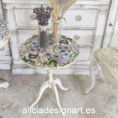 Velador antiguo decorado estilo Shabby Chic y Campestre, con flores - Taller de decoración de muebles antiguos Madrid. Muebles de colores, productos de decoración y cursos.
